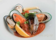 NZ Greenshell™ Mussels with rich tomato sauce (Serves 4)